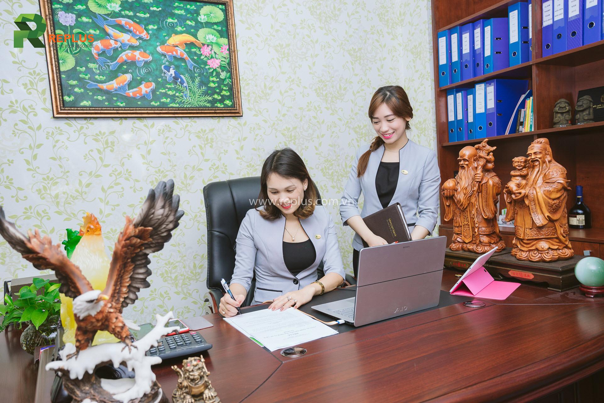 nhân viên văn phòng replus