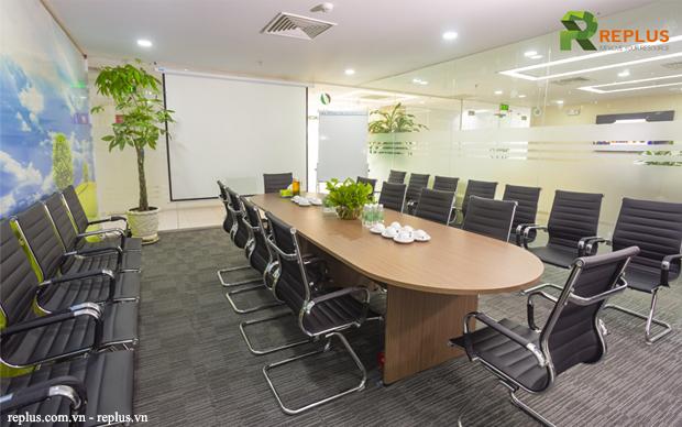 Phòng họp hiện đại, đầy đủ thiết bị