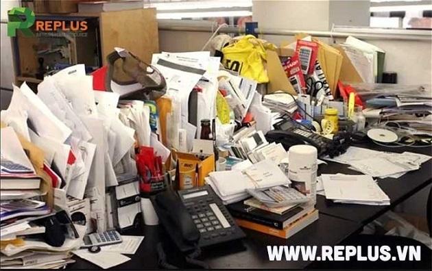 Văn phòng bố trí nhiều vật dụng