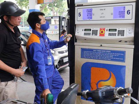 Kinh tế giảm tốc khiến giá xăng dầu giảm 3 lần liên tiếp 19