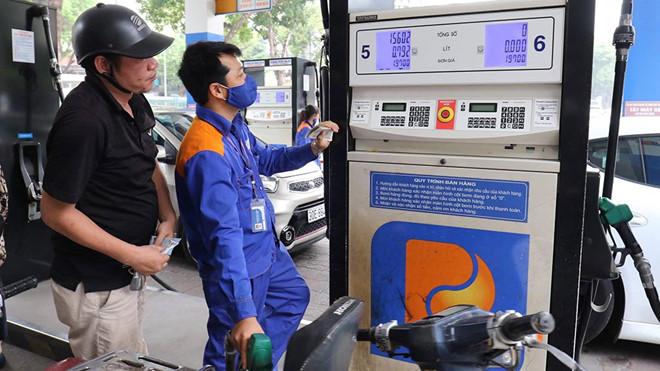 Kinh tế giảm tốc khiến giá xăng dầu giảm 3 lần liên tiếp 1